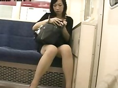 Tags: japāņi, masturbācija, publiskā masturbēšana.