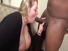 टैग: खूबसूरत विशालकाय महिला, मुखमैथुन.