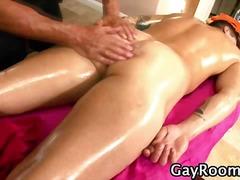 Tag: massaggi, olio, gay.