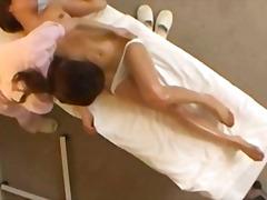 Žymės: masažas, sperma ant veido, orgazmas, oralinis seksas.