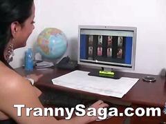 टैग: बड़े स्तन, काले बाल वाली, हिजड़ा.