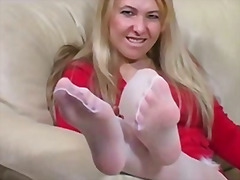 Ознаке: najlonke, ženska dominacija, fetiš na stopala, masturbacija.