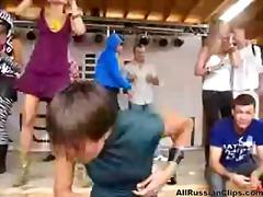Žymės: vakarėlis, viešumoje, lengvas, šokiai.