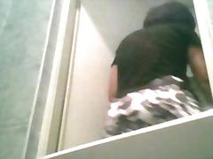 Oznake: vohun, hlačne nogavice, vohun, v kopalnici.