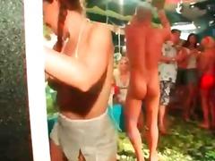 Tags: malupit, sayaw, bikini.