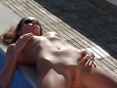 Tags: qırxılmış, çöldə, bikini.