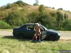 टैग: अधेड़ औरत, खुले में, कार.