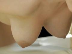 Sildid: soolo, raseeritud, stringid, masturbeerimine.