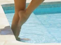 Ознаке: tinejdžeri, bazen, plavuše, usamljeni.