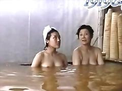 Теги: японки, в ванной, шпионская камера, подглядывание.