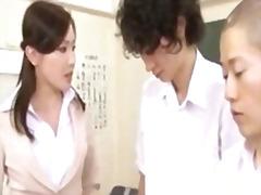 Oznake: azijci, študentka, japonka, učitelj.