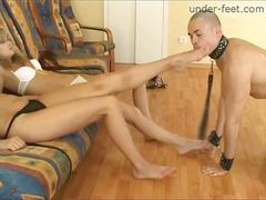 Tag: perempuan mendominasi, bertiga, fetish kaki, pemujaan.
