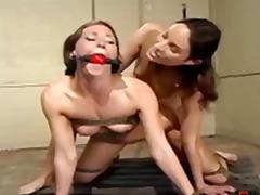 Ознаке: dominacija, sado-mazo, ženska dominacija, lezbejke.