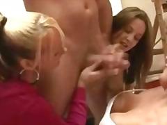 Tags: rokas masturbācija, kailais onānisms, masturbējošie vīrieši, grupas.