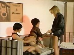 Tags: dūre pežā, ānusa laizīšana, blondīnes, lesbietes.