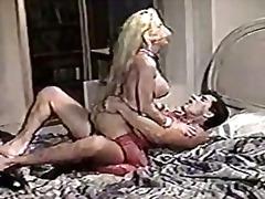 Tag: ibu seksi, hisap konek, pantat, rambut blonde.