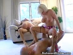 Žymės: blondinės, hardcore, analinis laižymas, analinis.