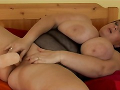 Tagy: mlíko, prsa v akci, umělý penisy, přírodní prsa.