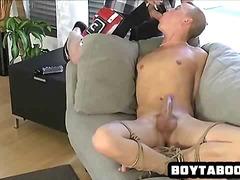 Tags: orālā seksa, sasiešana, geji, rokas masturbācija.