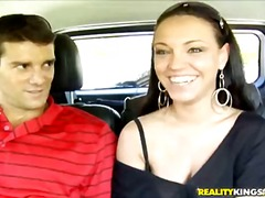 Tag: sesso orale, in auto, troie.