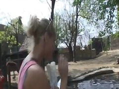 Etichete: blonde, sex in public.