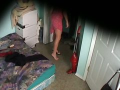 Etiquetes: espiat, ocult, llit, noia.