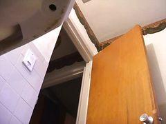 Tagy: sledování, nahota, skrytá kamera, vyholený.