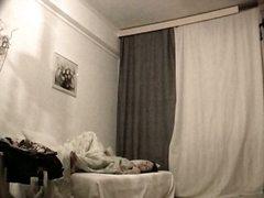 Ознаке: devojka, vojadžer, krevet, gola.