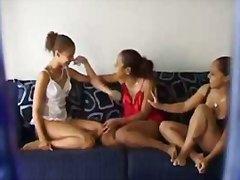 Тагове: воайор, трио, момичета, бельо.