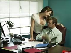 Oznake: ured, uniforma, brineta, sekretarica.