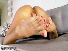 Labels: dildo, alleen, voet fetisj, fetisj.
