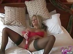 Tags: pornozvaigznes, briti, garās zeķes, vibrators.