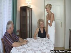 Žymės: blondinės, putka, duše, neištikimybė.