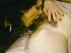 Ознаке: staromodni pornići, brineta, pornićarka, trougao.