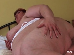 Mature bbw masturbating her fat horny cunt in bed.