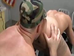 Žymės: uniformos, fetišas, vyriškas pasididžiavimas, biure.