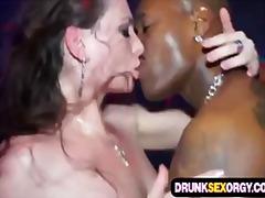 Tag: porno hardcore, gadis, parti, berkumpulan.