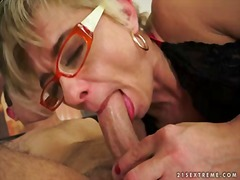 Tags: sexy mødre (milf).