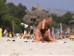 Tags: anālais, dūre pežā, lesbietes, pludmalē.