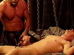 Тагови: згоден, кур, педер, мастурбација.