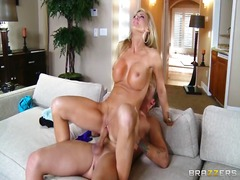 Single blonde mom amber lynn sits on her son inside law's big-dick.