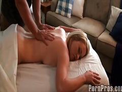 Ознаке: masaža, ulje, erotika.
