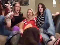 Tags: blondīnes, kāju fetišs, kāju fetišs, sievietes dominēšana.