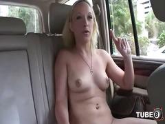 Tagy: striptýz, masturbace, exhibicionisti, vyholený.