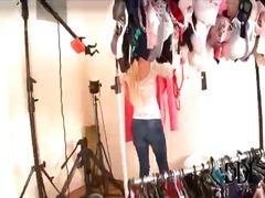 टैग: अंदरुनी कपड़े, कपड़े उतारना.