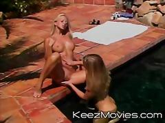 Тагови: базен, срциња, вибратор, лезбејки.