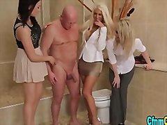 Tagy: vyhonenie, masturbácia, oblečené ženy.