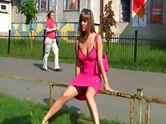 Tag: skodeng, menunjuk, orang rusia, bawah skirt.