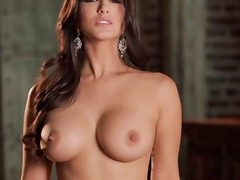 Sunny leone moans with her amazing pussy.
