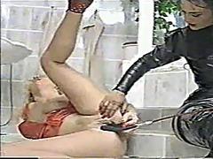 Oznake: ženska dominacija, lezbijke, masturbacija, lateks.